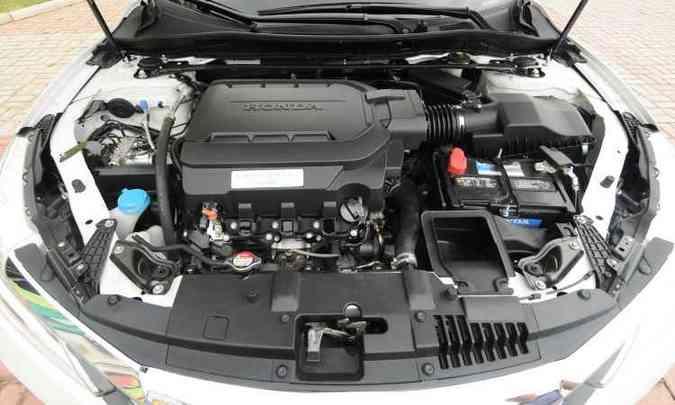 Honda traz apenas versão EX equipada com motor V6 de 3.5 litros, verdadeira usina de força de 280cv(foto: Jair Amaral/EM/D.A Press)