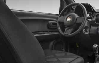 Novo Mobi possui, de fábrica, ar-condicionado, direção assistida, vidros e travas elétricas. Foto: Fiat / Divulgação