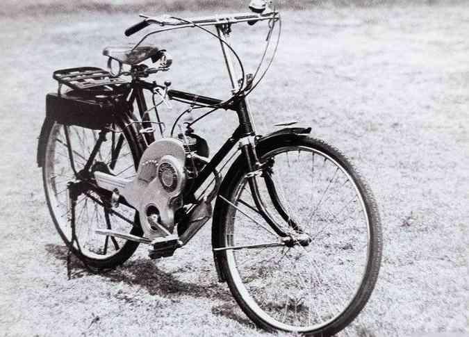 A primeira bicicleta motorizada de 1952 foi batizada de Power Free(foto: Suzuki/Divulgação)
