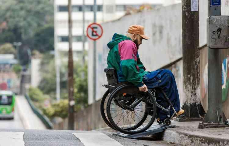 Tecnologia promete auxiliar cadeirantes a transitarem pelas ruas das cidades. Foto: Régis Fernandez / Divulgação -