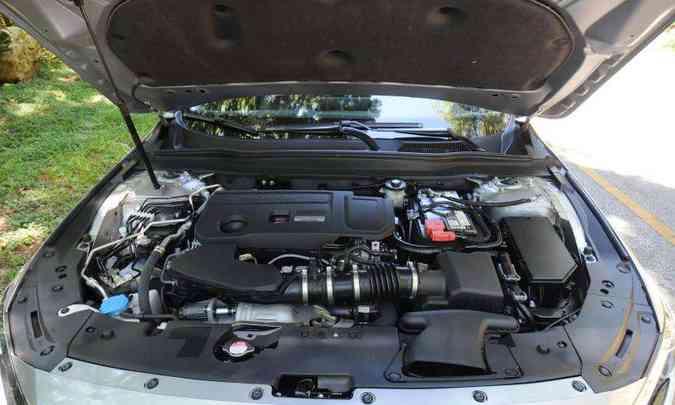 O motor 2.0 turbo, de 256cv e 37,7kgfm de torque, garante bom desempenho ao sedã(foto: Leandro Couri/EM/D.A Press)