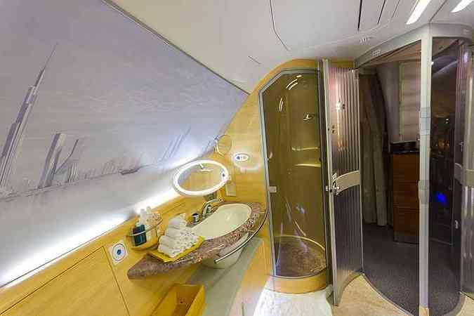 A380 oferece o Shower Spa: chuveiro para os passageiros da primeira classe(foto: Rodrigo Cozzato/GRU Airport/Divulgação)