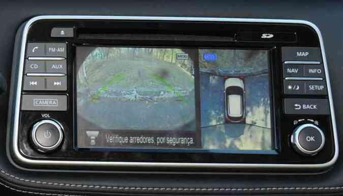 As quatro câmeras criam a ilusão de uma imagem aérea do veículo(foto: Jair Amaral/EM/D.A Press)