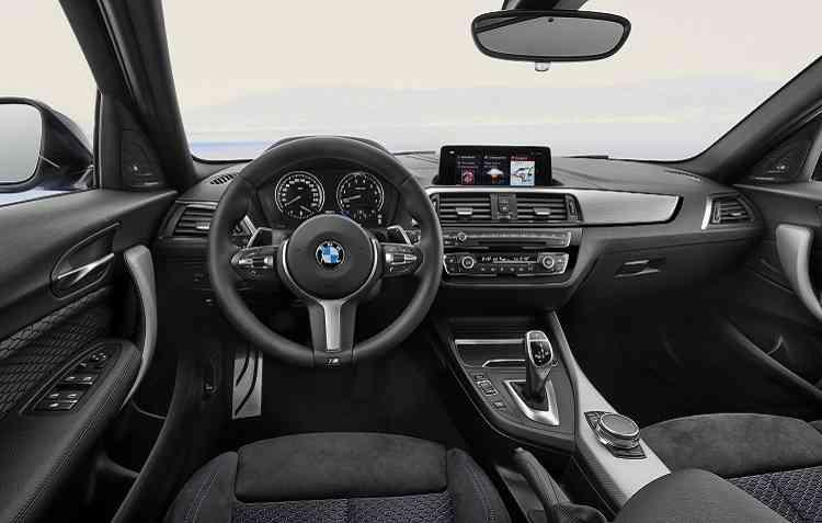 Na parte interna, os destaques ficam por conta do Comfort Access. Foto: BMW / Divulgação -