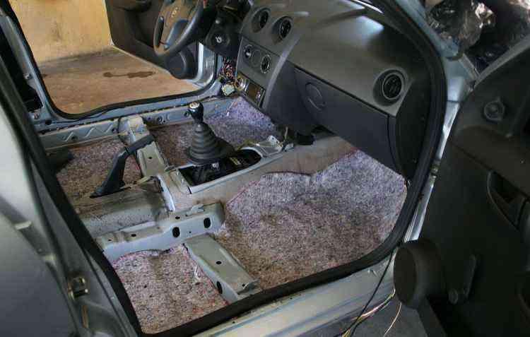 É indicado deixar o carro aberto quando estacionado na garagem para que o fungo saia - Reprodução internet