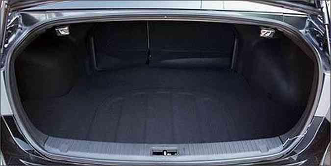 Compartimento com bom espaço para malas(foto: Marlos Ney Vidal/EM/D.A Press - 3/7/2009 )