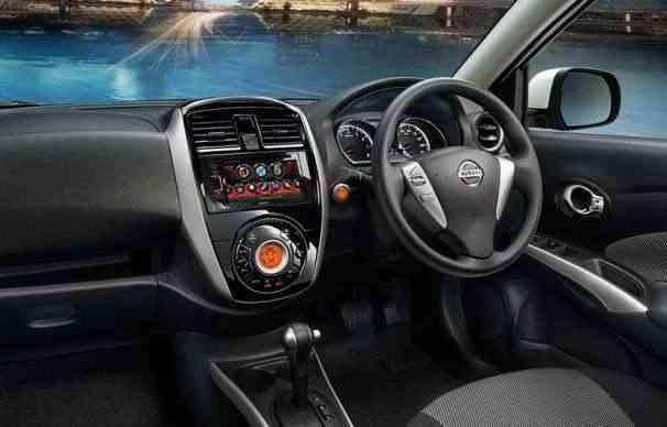 No interior, o carro traz novo volante, novo console e central multimídia - Nissan/divulgação
