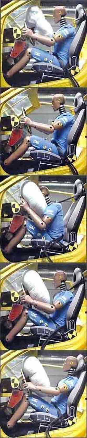 Depois de uma colisão, dispositivo é inflado em 150 milissegundos (um piscar de olhos dura 100); e, para evitar sufocamento, a bolsa perde pressão em seguida(foto: TRW/Divulgação )