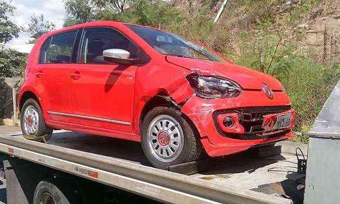 up! bateu na lateral de VW Fox. Lançamento resistiu bem, mas o outro teve perda total(foto: Marcello Oliveira/EM/D.A Press)