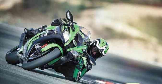 A potência sobe para 210cv com ajuda da pressão do ar em altas velocidades (foto: Kawasaki/Divulgação )