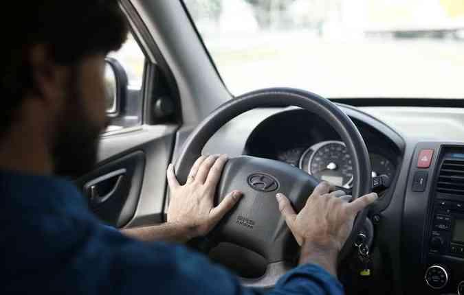 No Brasil, 60% dos acidentes rodoviários envolvendo motorista profissional, com carteiras de habilitação C, D e E, são causados por sono e fadiga(foto: Paulo Paiva/DP)