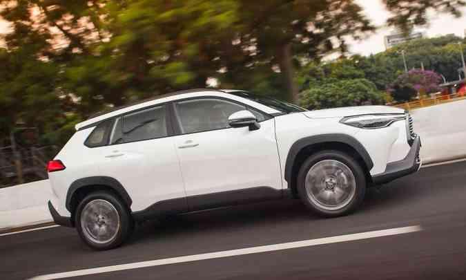 O Corolla Cross pode ser equipado com rodas de liga leve de 17 ou 18 polegadas, de acordo com a versão(foto: Toyota/Divulgação)