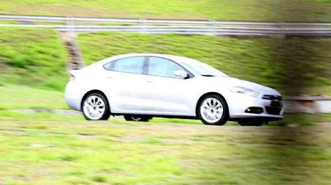 Modelo Dart (o Viaggio da Dodge), foi flagrado em testes em Betim(foto: Marlos Ney Vidal/EM/D.A PRESS)