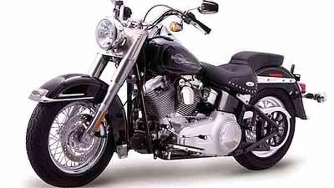 Heritage Custom tem aros de 16 polegadas e banco do tipo dois andares(foto: Fotos: Harley-Davidson/Divulgação)
