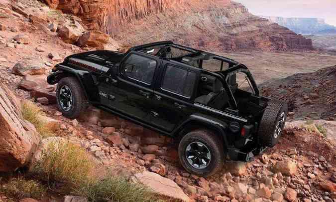 A versão Rubicon traz o sistema 4x4 Rock-Trac, com eixos Dana 44 e relação reduzida de 4:1(foto: Jeep/Divulgação)