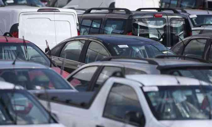 Em Minas, emplacamentos de automóveis e comerciais leves cresceu 17,51% em relação a fevereiro(foto: Edésio Ferreira/EM D.A Press - 31/7/14)