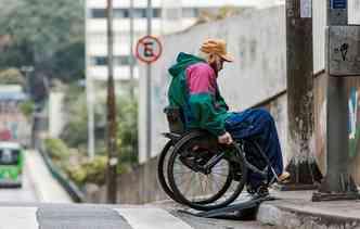 Tecnologia promete auxiliar cadeirantes a transitarem pelas ruas das cidades. Foto: Régis Fernandez / Divulgação