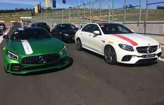 Os superesportivos GTR (esq.) e E63 S roubaram a cena. Representam o que há de novo na gama AMG(foto: Thainá Nogueira / Esp. DP)