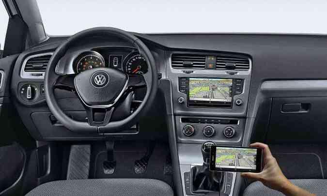 No painel, destaque para a tela multimídia de 6,5 polegadas(foto: Volkswagen/Divulgação)