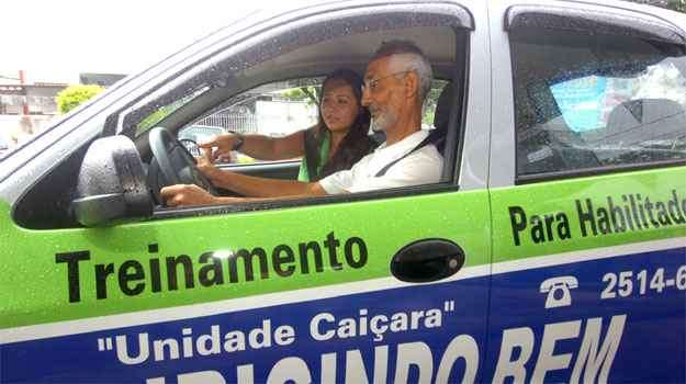 André Oliveira está habilitado há seis anos, mas tinha pavor de dirigir na rua - Fotos: Jair Amaral/EM/D.A PRESS