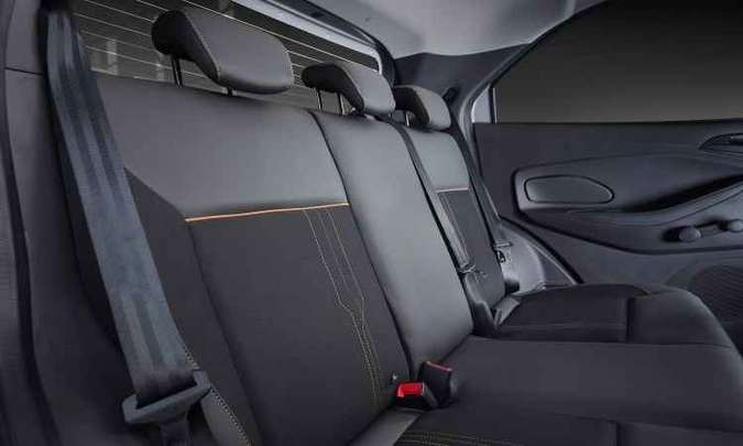 No banco de trás, apoios de cabeça e cintos de três pontos para todos os passageiros(foto: Ford/Divulgação)