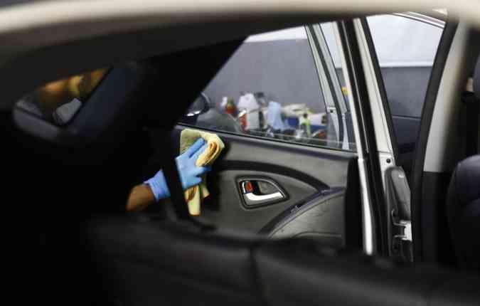 Bancos e portas estão sujeitos à acumulo de sujeira, por isso cuidado deve ser frequente (foto: Mrlon Diego/ Esp. DP)