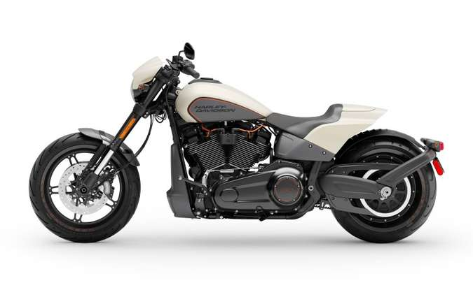 Os freios, com duplo disco na dianteira, contam om sistema ABS(foto: Harley-Davidson/Divulgação)