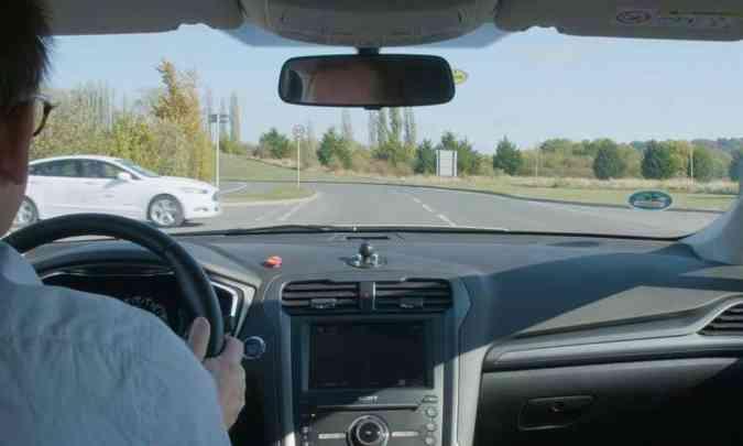Tecnologia foi testada com motoristas, mas poderá ser usada em carros autônomos(foto: Ford/Divulgação)