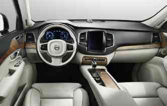 Veículos atuais possuem centrais multimídias mais tecnológica. Foto: Volvo / Divulgação