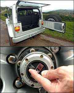Porta-malas tem até bom acesso, mas capacidade é muito limitada. Sistema de roda livre é engatado manualmente, na roda dianteira - Renato Weil/EM - 01/12/06