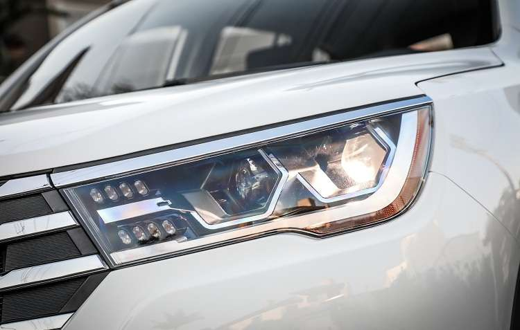 Faróis com luzes de LED deixam o visual atraente. Foto: Rafael Munhoz / Lifan -