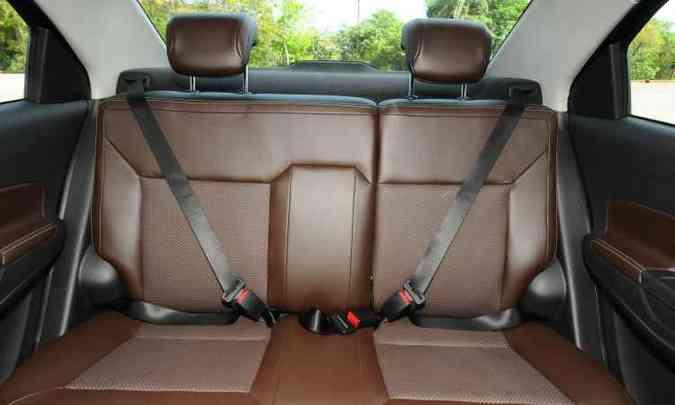 Espaço é limitado para quem senta no meio atrás(foto: Euler Junior/EM/D.A Press)