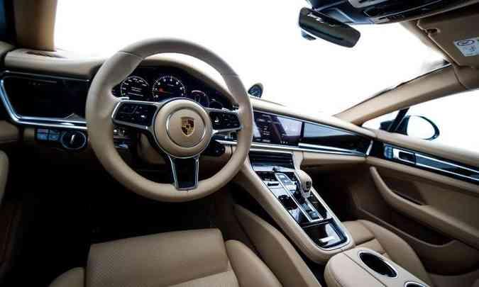 O interior tem acabamento sofisticado, além de muito conforto para os ocupantes(foto: Porsche/Divulgação)