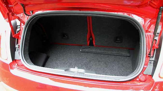 A capacidade do porta-malas foi reduzida de 185 para 153 litros(foto: Marlos Ney Vidal/EM/D.A Press)