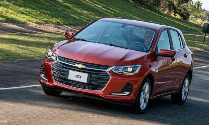 Investimento feito na segunda geração do Chevrolet Onix foi premiado com a manutenção da liderança do mercado brasileiro pelo quinto ano consecutivo(foto: Chevrolet/Divulgação)