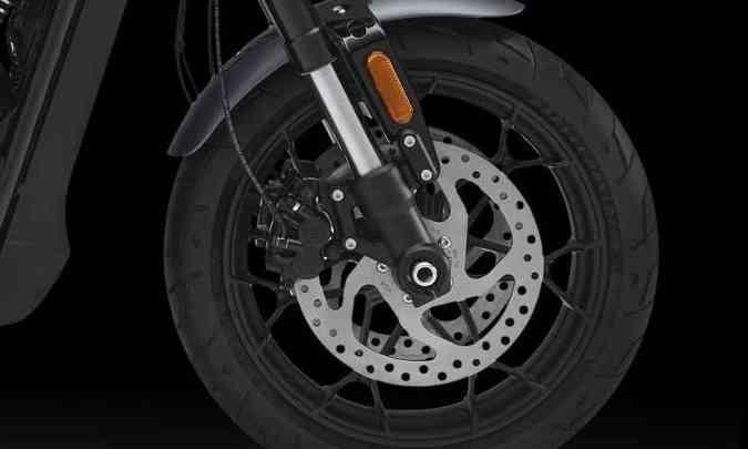 Os freios contam com discos de grandes dimensões(foto: Harley-Davidson/Divulgação)