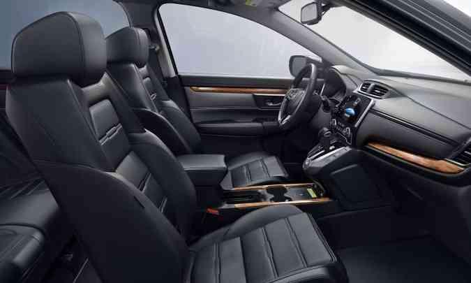 O SUV grandalhão tem espaço interno generoso e acabamento com detalhes em madeira(foto: Honda/Divulgação)