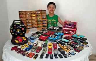 Davi Alencar de apenas seis anos já tem mais de 100 miniaturas em sua coleção. Danilo Alencar / DP