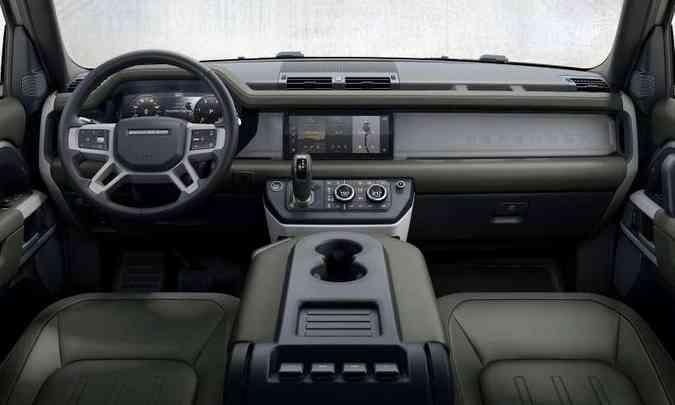 Painel tem muita personalidade, com linhas limpas e orientação horizontal(foto: Land Rover/Divulgação)