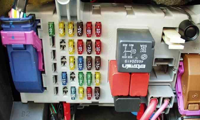 Problemas elétricos, como em caixa de fusíveis, são comuns em campanhas de recall(foto: Eduardo Rocha/RR - 9/1/03)
