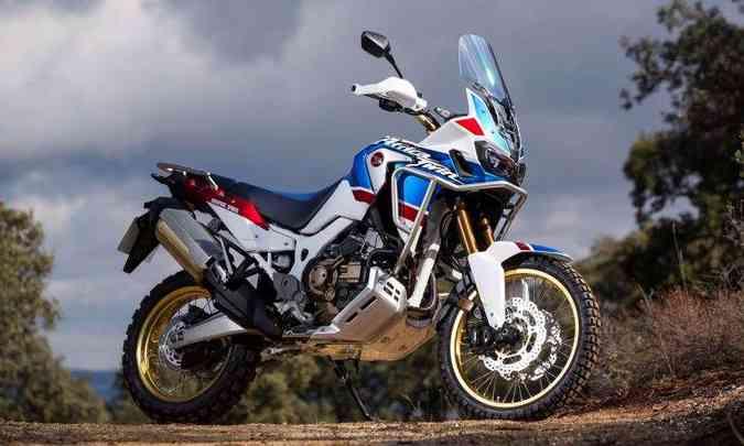 Para-brisa envolvente, pedaleiras mais largas e novas suspensões fazem parte do pacote Adventure Sports(foto: Caio Mattos/Honda/Divulgação)