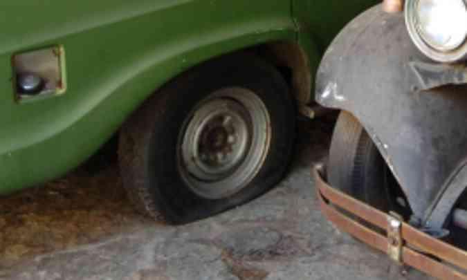 Os pneus podem esvaziar e ficar com a base