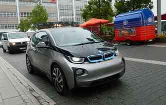 BMW i3 pode ser recarregado totalmente em longas três horas e 45 minutos(foto: Taciana Goes / DP)