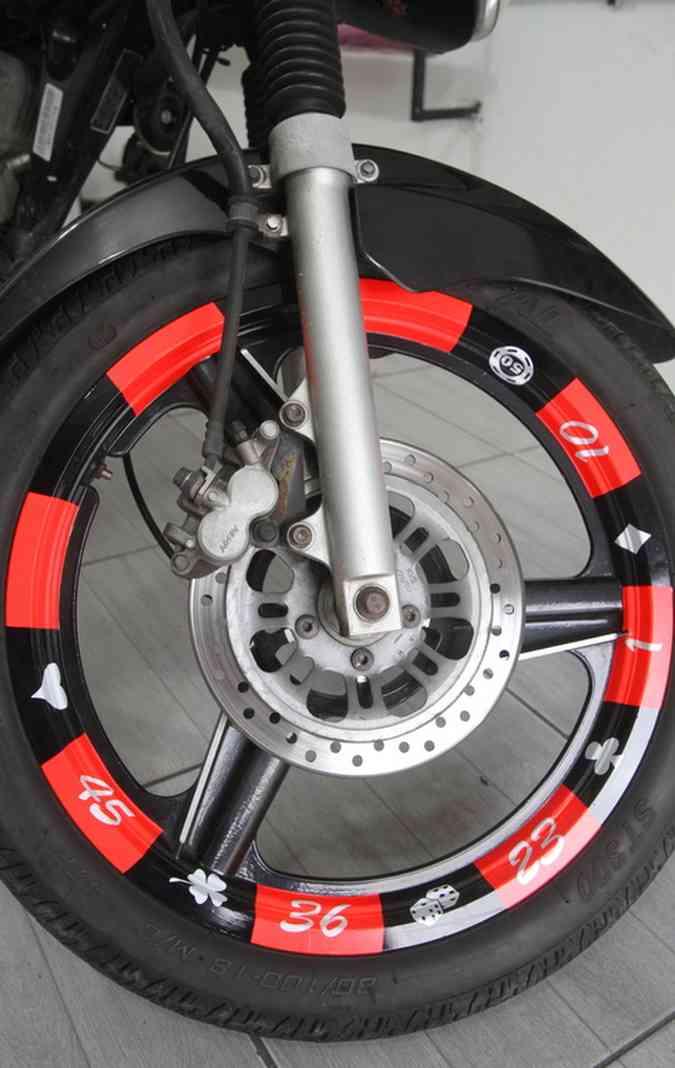 Motocicletas podem ser envelopadas em três horas (foto: Nando Chiapetta / DP )
