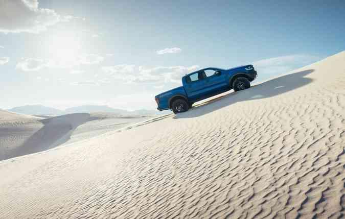 A picape é equipada com sistema que permite rodar em terrenos íngremes(foto: Ford/ Divulgação)