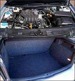 Motor 2.0 agora pode ser abastecido com álcool.  Capacidade do porta-malas é de 330 litros -