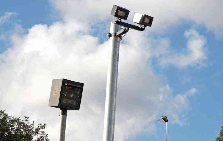 Pardais espalhados pela cidade registram o excesso de velocidade condutores - Roberto Ramos / DP