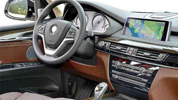 Central multimídia conta com GPS com gráficos em 3D -
