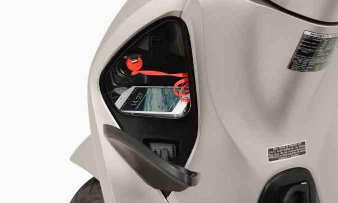Compartimento para guardar o celular com tomada USB(foto: Honda/Divulgação)