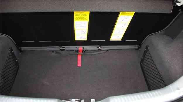A capacidade do porta-malas pode ser ampliada com o banco traseiro deslizante - Marlos Ney Vidal/EM/D.A Press